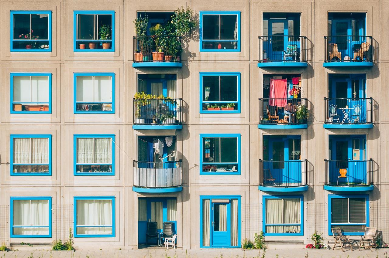 Dom czy mieszkanie? Co bardziej się opłaca?