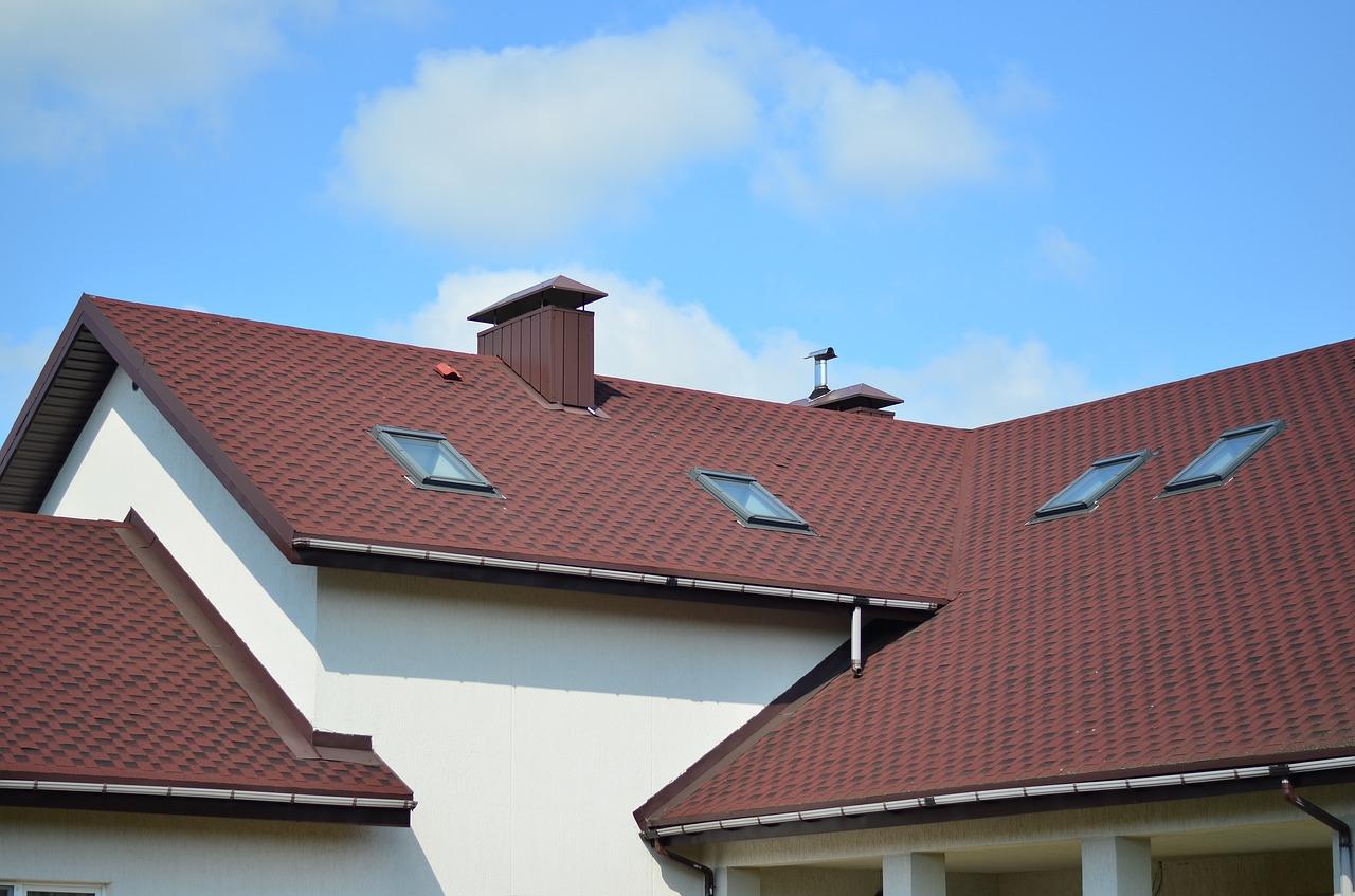 Taśma dekarska – niezbędny element dachu
